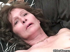 Granny with saggy tits and prudish pussy masturbates