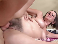 Hairy toddler Veronica Snow gets her pussy worked out