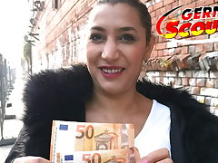 GERMAN SCOUT - Positive CURVY Adult BERLIN STREET Streetwalker Be hung up on