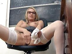 Amber Jayne, your filthy milf teacher!