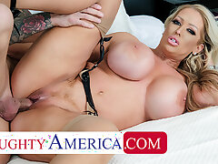 Naughty America - Alura Jenson gives Quinton a catch best fuck