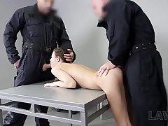 LAW4k. La X-rated traficante de drogas Cindy Shine es doblemente penetrada por todos sus crímenes