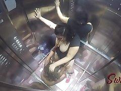 Flagramos a Bonequinha Sado e Arlequina no elevador da putaria - Vídeo completo no RED