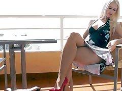 Nice View - Lynna Nilsson